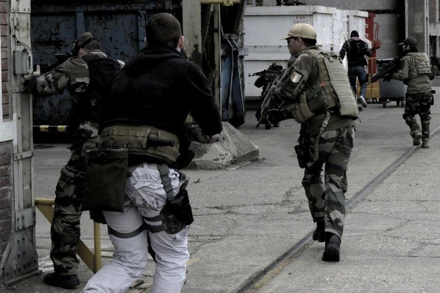 Hlavním cílem zákazové směrnice je odvést pozornost od faktu, že Evropská komise nese odpovědnost za pronikání nedostatečně znehodnocených zbraní na černý trh. Foto: Quentin James/ Wikimedia