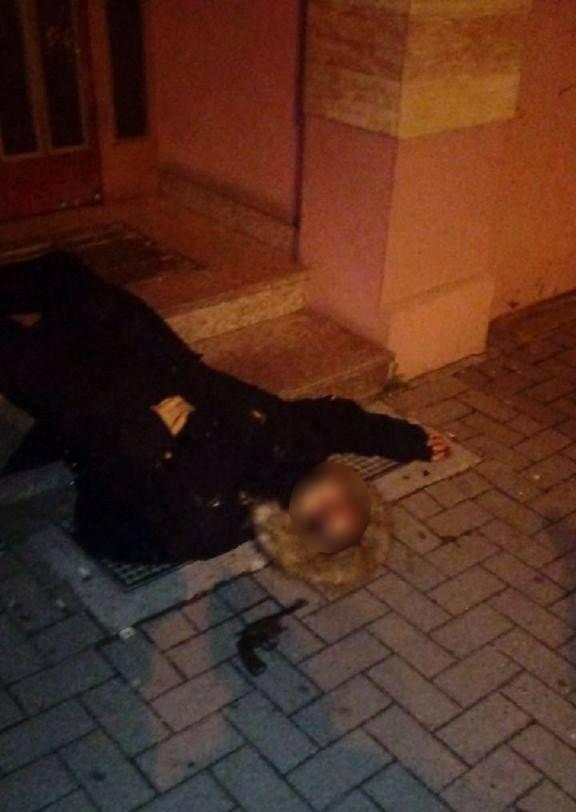 Pachatel útoku ve Štrasburku po zneškodnění policisty jednotky RAID.